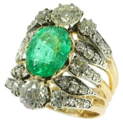 True Eyecatcher Victorian Antique Ring with a 3.50 Carat Ovalcut Emerald