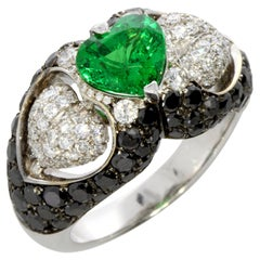 Tsavorite and Diamond Heart Ring 18 Karat Gold Collection by Niquesa
