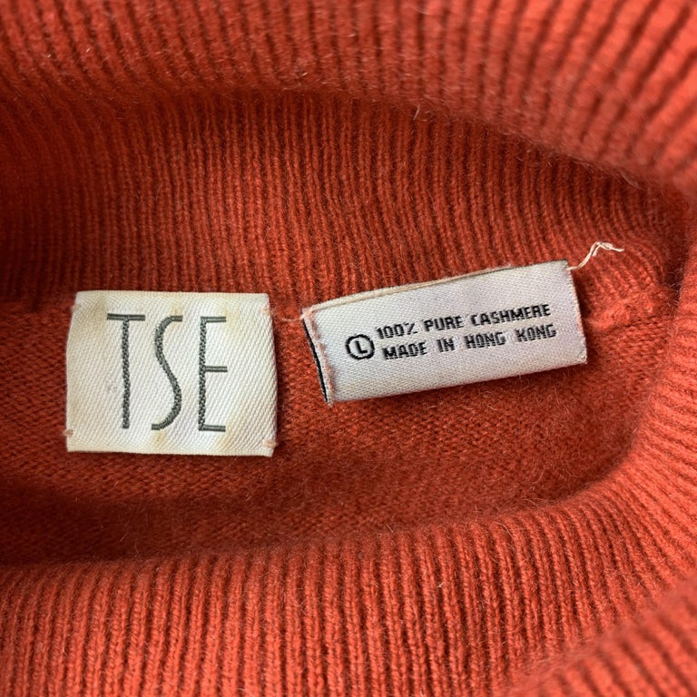 TSE Size L Coral Knitted Cashmere Turtleneck Sweater In Good Condition For Sale In San Francisco, CA