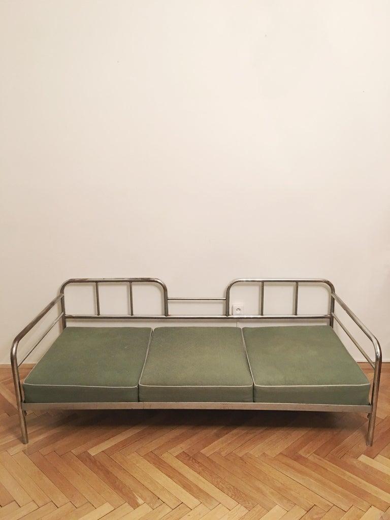 Functionalism tubular steel couch designed by Robert Slezak, Czech Republic, 1930s, tubular steel frame. Dimensions of sofa: LxWxH - 194 cm x 87 cm x 69 cm.