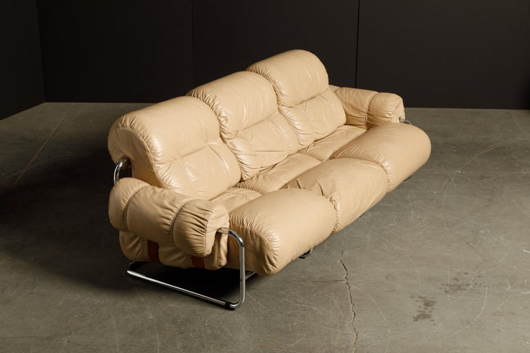 'Tucroma' Leather Sofa and Loveseat by Guido Faleschini for Mariani, 1970s Italy For Sale 5