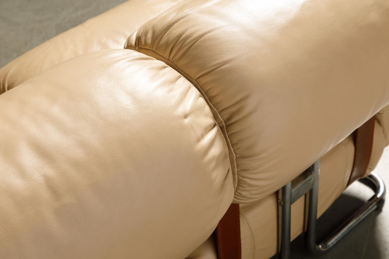 'Tucroma' Leather Sofa and Loveseat by Guido Faleschini for Mariani, 1970s Italy For Sale 10