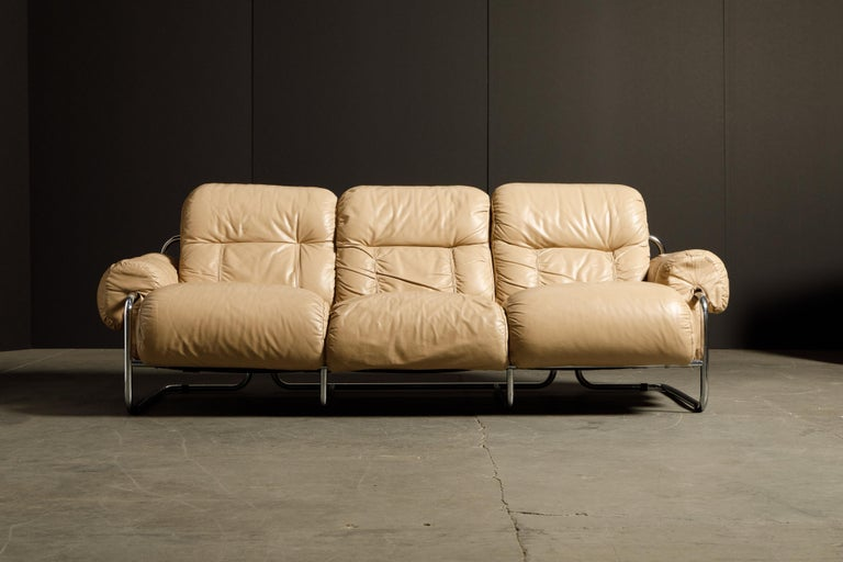 'Tucroma' Leather Sofa and Loveseat by Guido Faleschini for Mariani, 1970s Italy For Sale 3