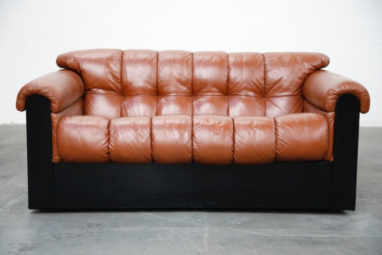 A lovely example of the 'Bounty' series by The Pace Collection in the early 1980s, this deep seated tufted leather loveseat was designed by L. Davantazi and produced by Elam for Pace.   This tufted settee retains its original supple cognac leather
