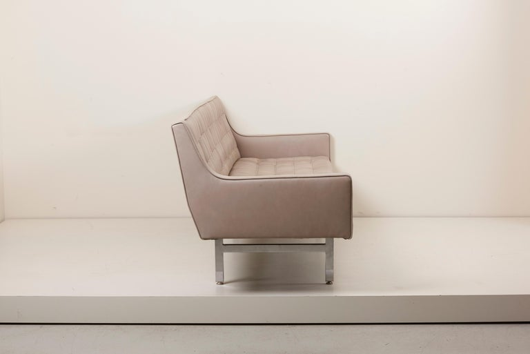 Tufted Sofa in Grey Leather by Milo Baughman for Thayer Coggin For Sale 4