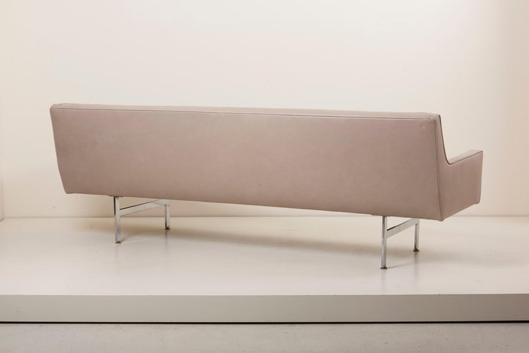 Tufted Sofa in Grey Leather by Milo Baughman for Thayer Coggin For Sale 5