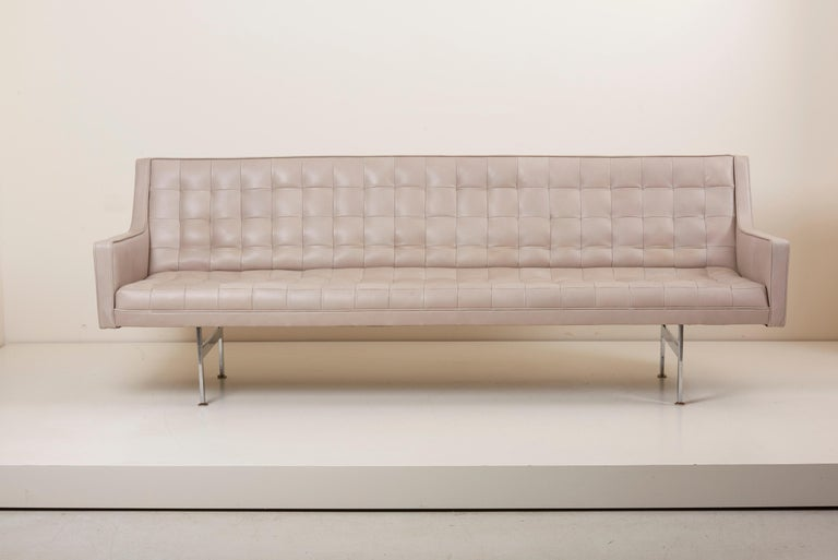 Tufted Sofa in Grey Leather by Milo Baughman for Thayer Coggin For Sale 3