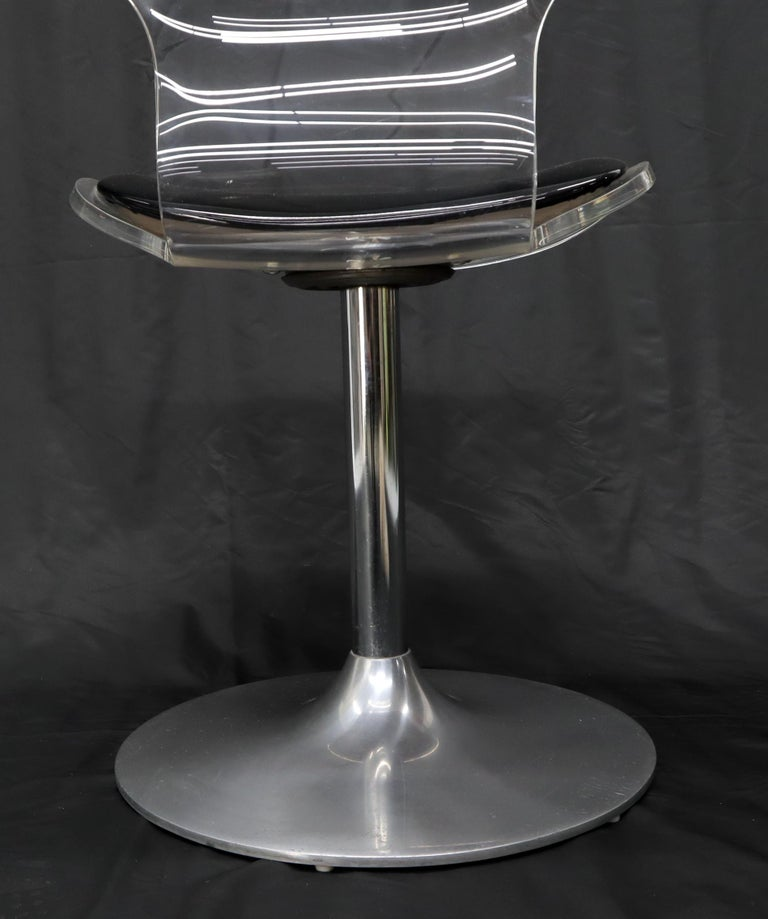 Tulip Chrome Base Lucite Seats Set of 4 Chairs Dining Table with Glass Round Top In Good Condition For Sale In Rockaway, NJ