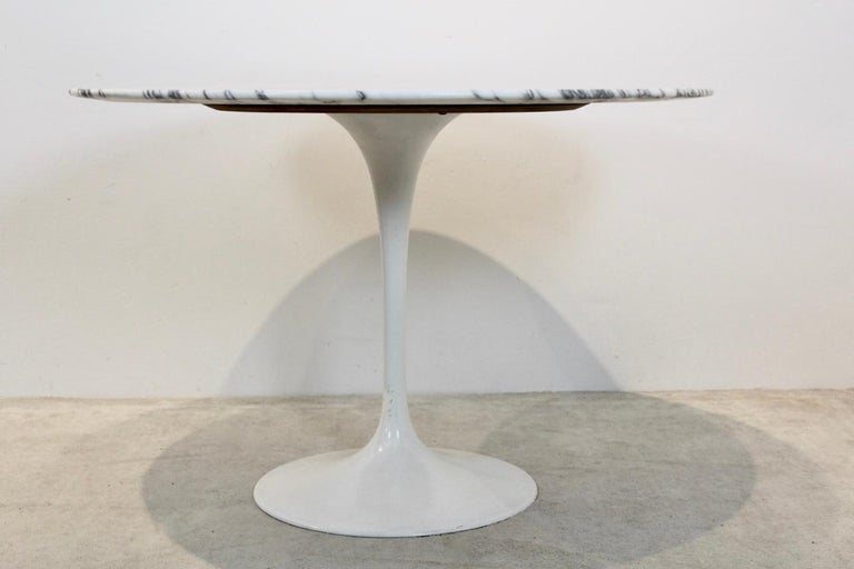 Tulip Dining Table in Calacatta Marble by Eero Saarinen for Knoll International In Good Condition For Sale In Voorburg, NL