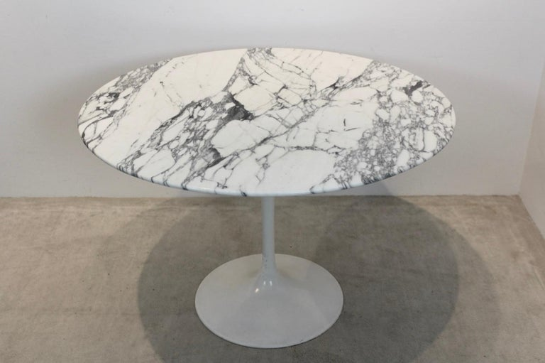 20th Century Tulip Dining Table in Calacatta Marble by Eero Saarinen for Knoll International For Sale