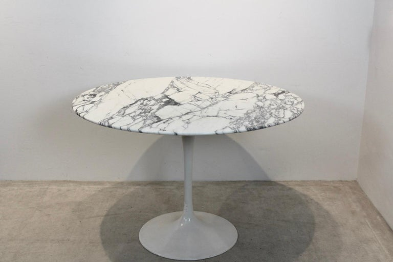 Aluminum Tulip Dining Table in Calacatta Marble by Eero Saarinen for Knoll International For Sale