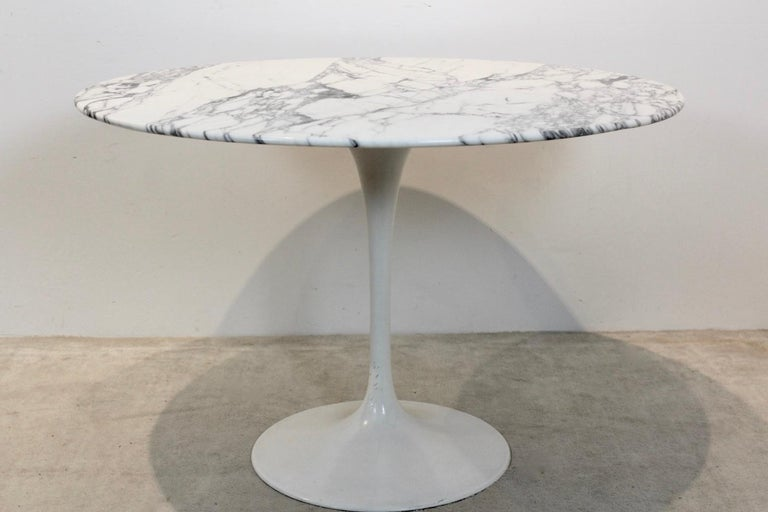 Tulip Dining Table in Calacatta Marble by Eero Saarinen for Knoll International For Sale 1