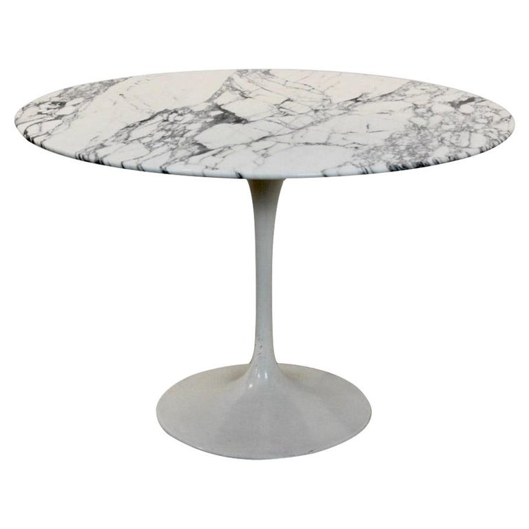 Tulip Dining Table in Calacatta Marble by Eero Saarinen for Knoll International For Sale