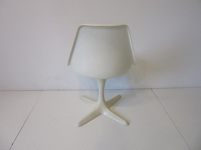 Tulip Saarinen Styled Dining Chairs by Maurice Burke for Burke International In Good Condition In Cincinnati, OH