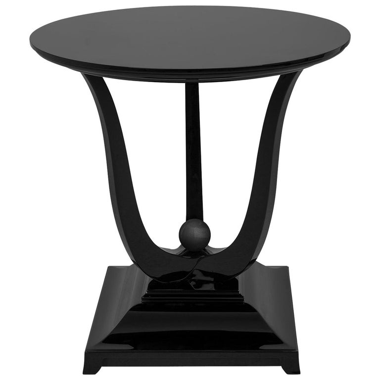 Tulipe Lacquered Side Table For Sale