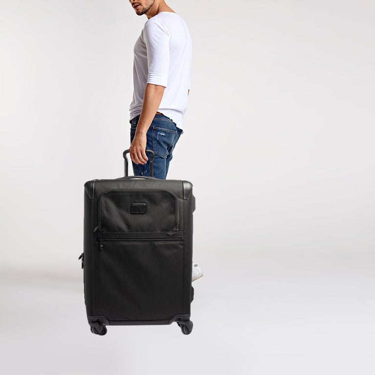 TUMI Black Nylon Alpha 2 Short Trip Expandable 4 Wheel Packing Case Luggage In New Condition In Dubai, Al Qouz 2