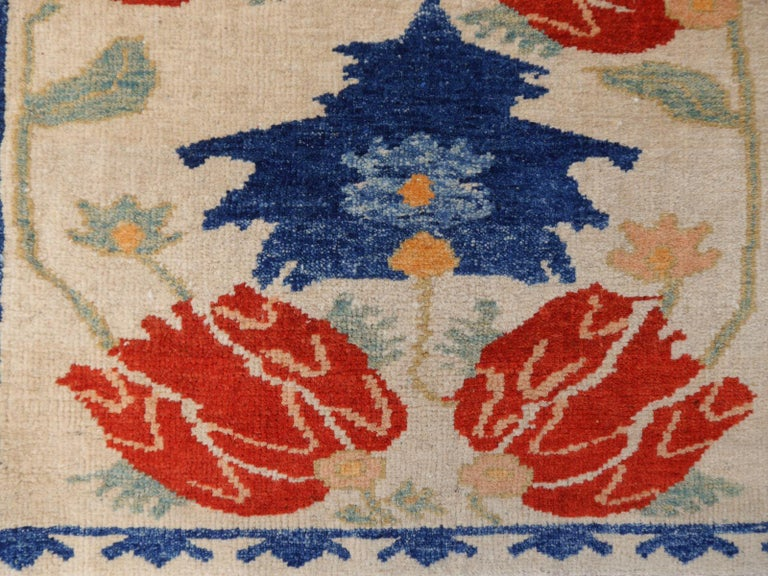 Turkish Azeri Heriz Rug with Tulip Design Hand Knotted For Sale 3