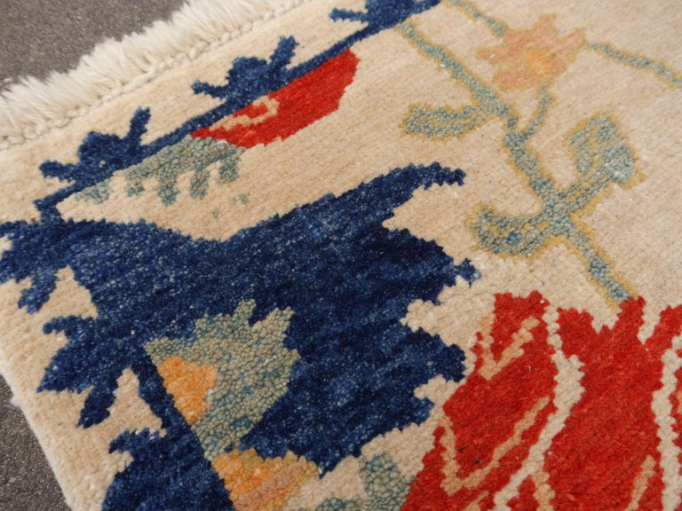 Turkish Azeri Heriz Rug with Tulip Design Hand Knotted For Sale 5