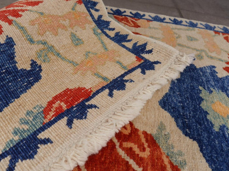 Turkish Azeri Heriz Rug with Tulip Design Hand Knotted In Excellent Condition For Sale In Lohr, Bavaria, DE