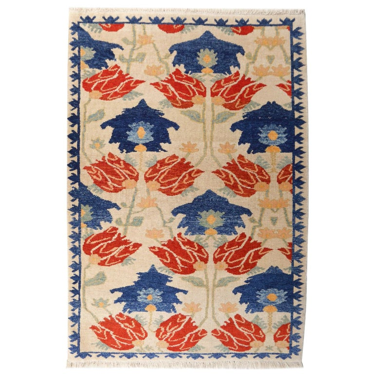 Turkish Azeri Heriz Rug with Tulip Design Hand Knotted For Sale