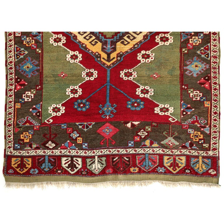 Turkish Kirsehir Carpet circa 1920 in Pure Handspun Wool and Vegetable Dyes In Good Condition For Sale In New York, NY