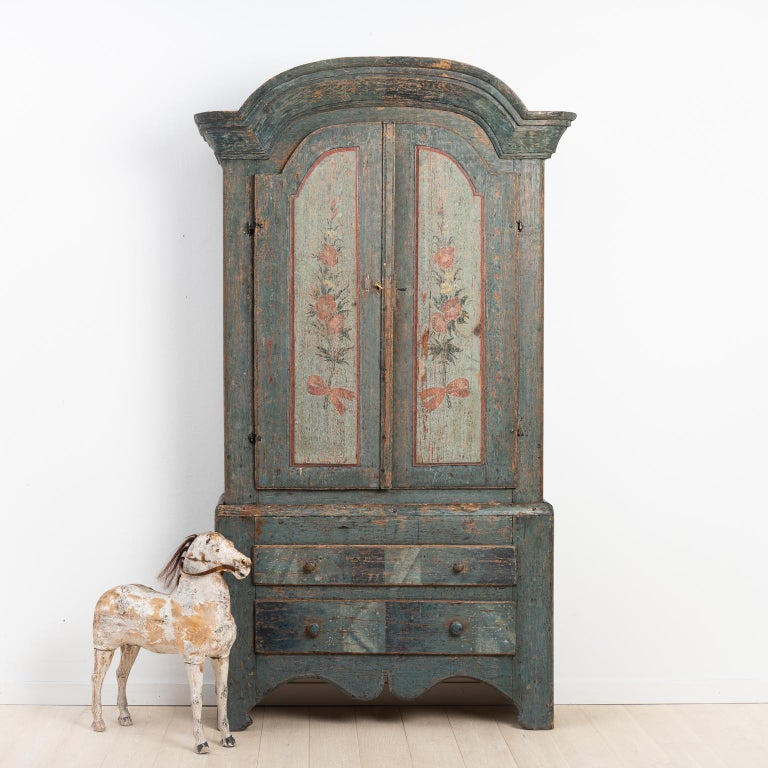 Rococo and Folk Art cabinet from Jämtland, northern Sweden. The cabinet has been scraped to the original paint. The original paint consists of marbled drawers and painted flowers on the doors. The paint on the inside is later, from around the