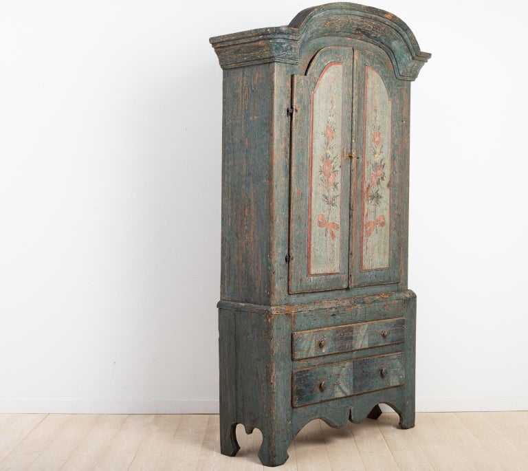Turn of the Century 18th-19th Swedish Rococo Cabinet In Good Condition For Sale In Kramfors, SE