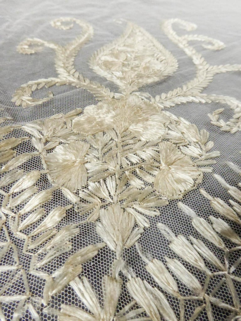 Turn-over shawl in Silk embroidered on Cotton Net - Circa 1840 For Sale 5