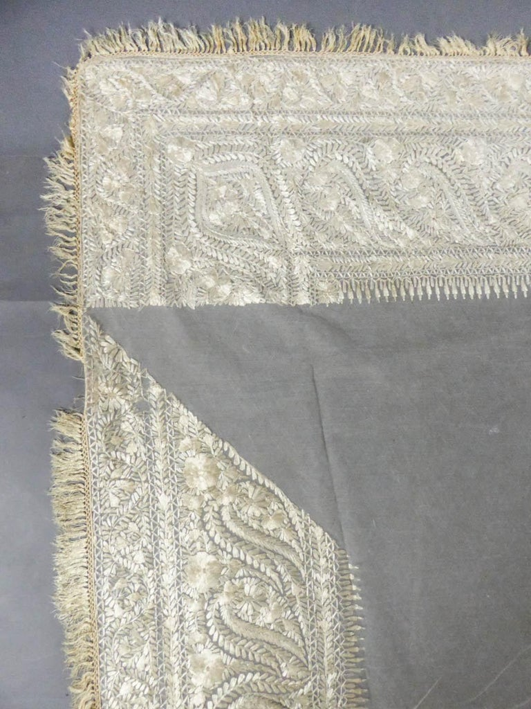 Turn-over shawl in Silk embroidered on Cotton Net - Circa 1840 For Sale 6