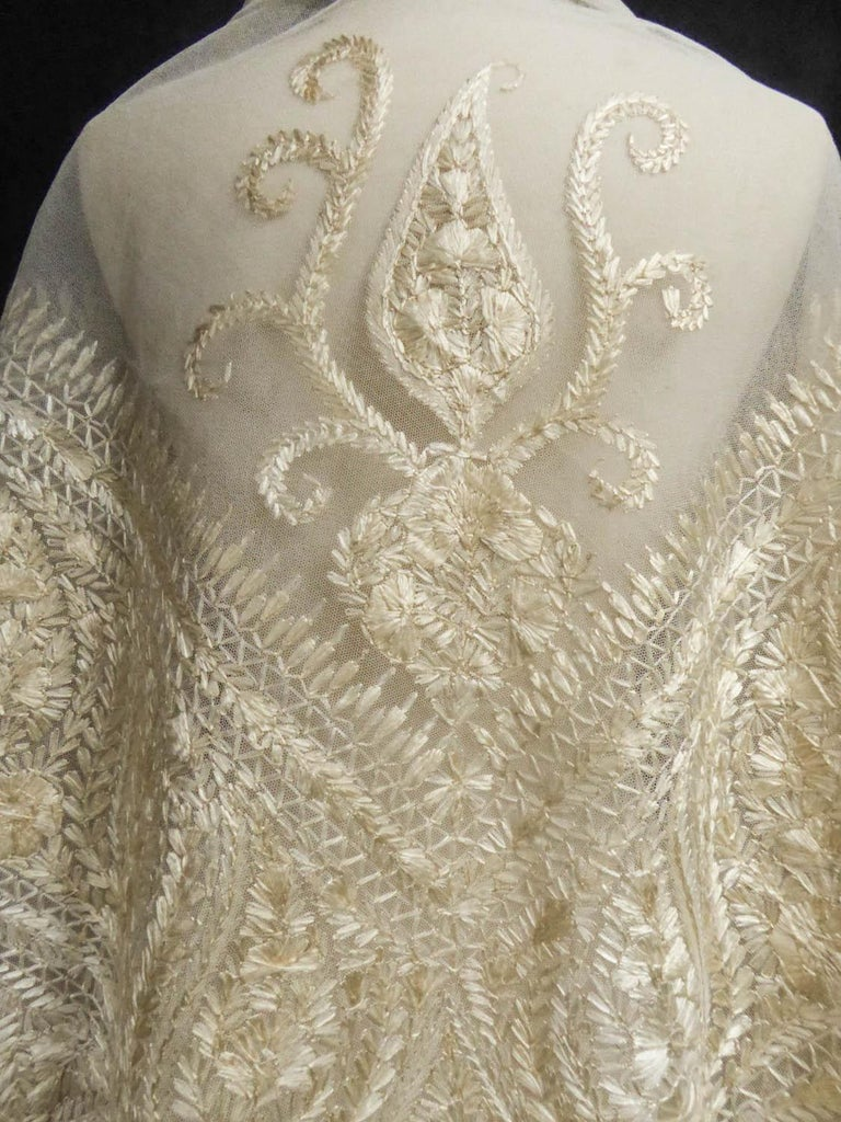 Turn-over shawl in Silk embroidered on Cotton Net - Circa 1840 For Sale 7
