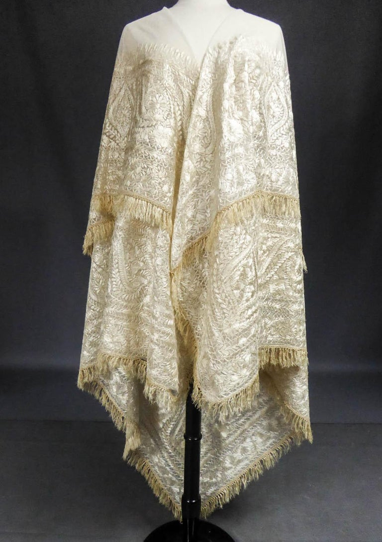 Turn-over shawl in Silk embroidered on Cotton Net - Circa 1840 For Sale 8