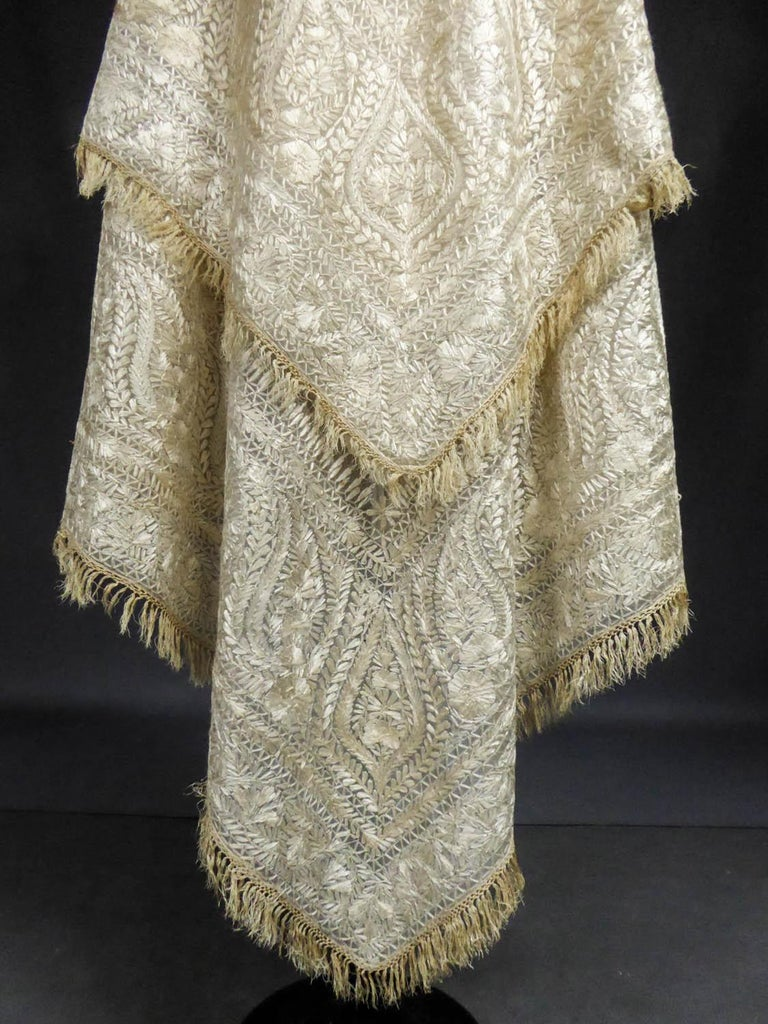 Beige Turn-over shawl in Silk embroidered on Cotton Net - Circa 1840 For Sale