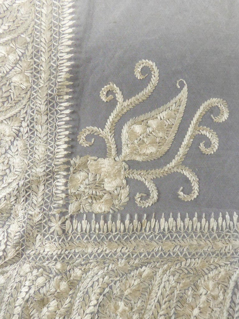 Turn-over shawl in Silk embroidered on Cotton Net - Circa 1840 For Sale 1