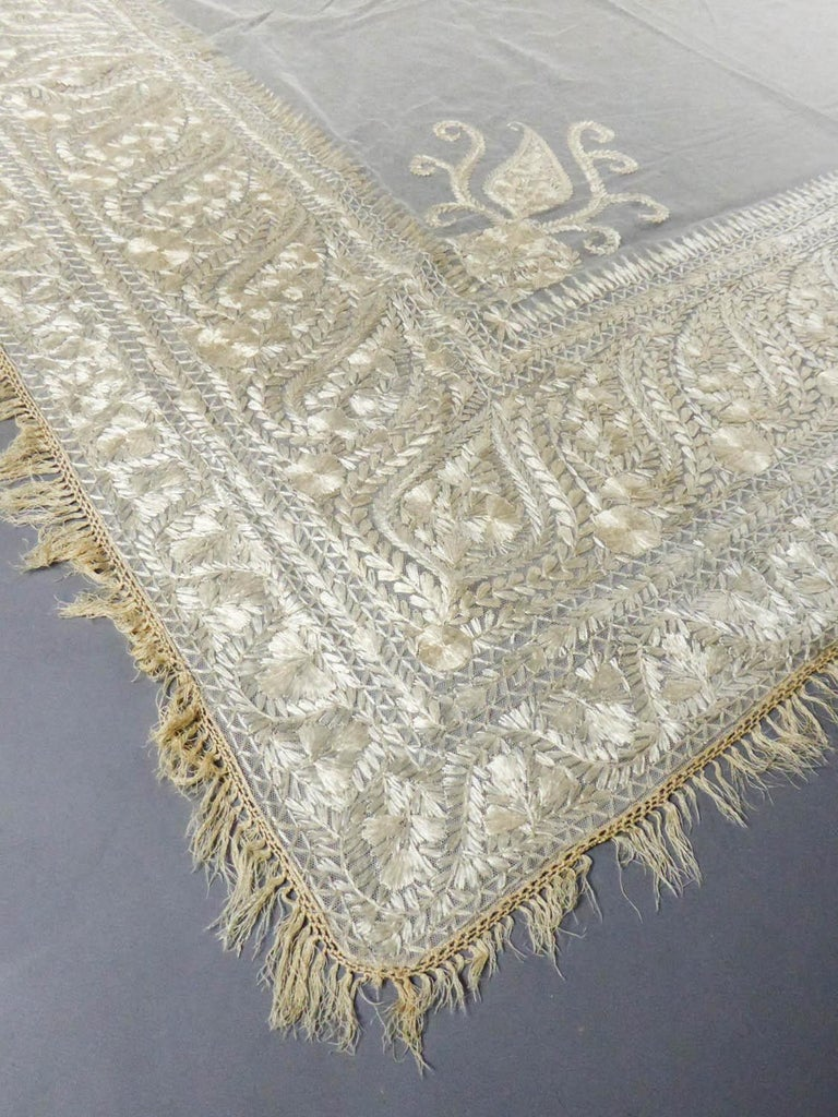 Turn-over shawl in Silk embroidered on Cotton Net - Circa 1840 For Sale 2