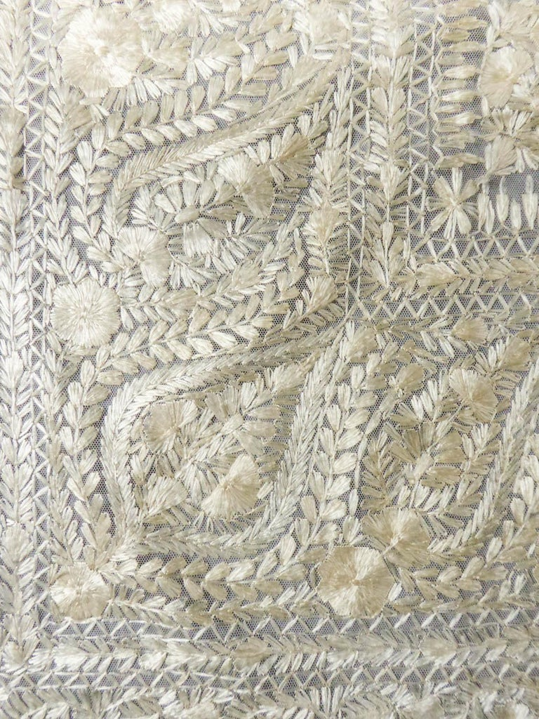 Turn-over shawl in Silk embroidered on Cotton Net - Circa 1840 For Sale 3