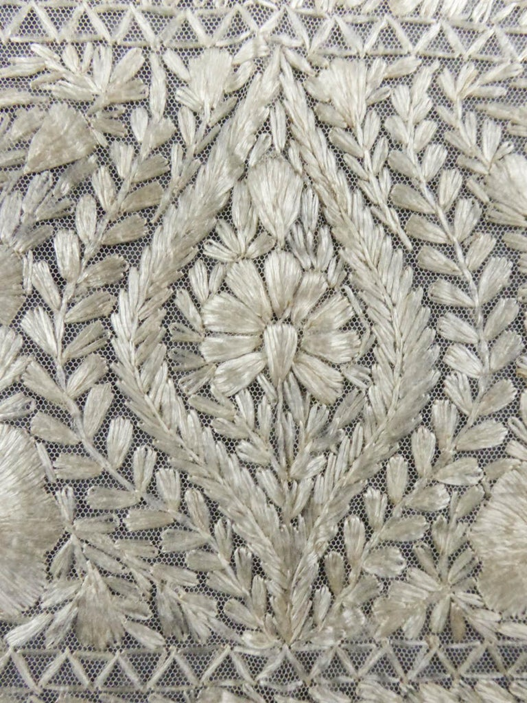 Turn-over shawl in Silk embroidered on Cotton Net - Circa 1840 For Sale 4
