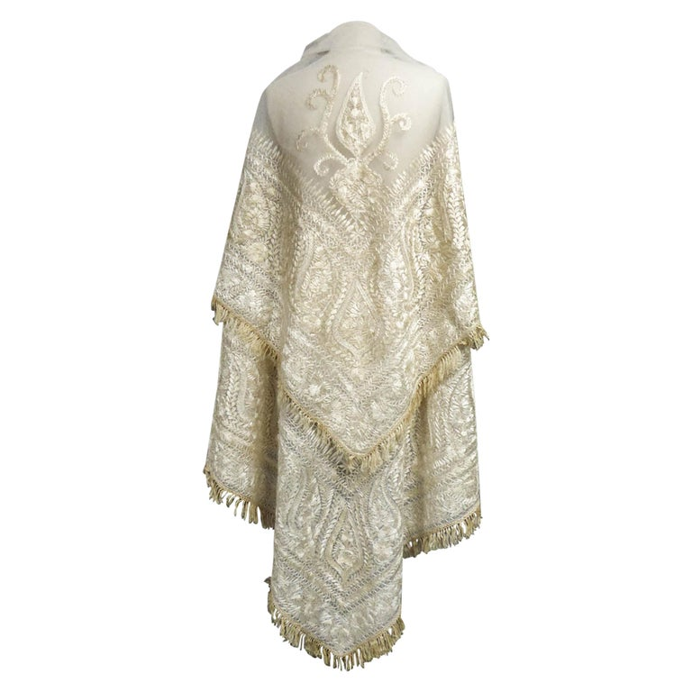 Turn-over shawl in Silk embroidered on Cotton Net - Circa 1840 For Sale