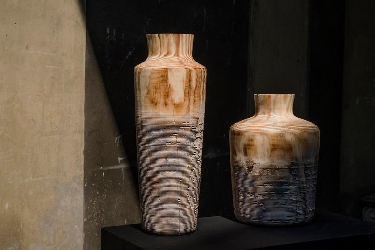 This pine wood vase is designed by the Italian studio Gumdesign and handmade for Hands on Design by Lorenzo Franceschinis, a talented artistic turner. The shape is simple and archaic and the texture is surprising, gradually moving from natural wood