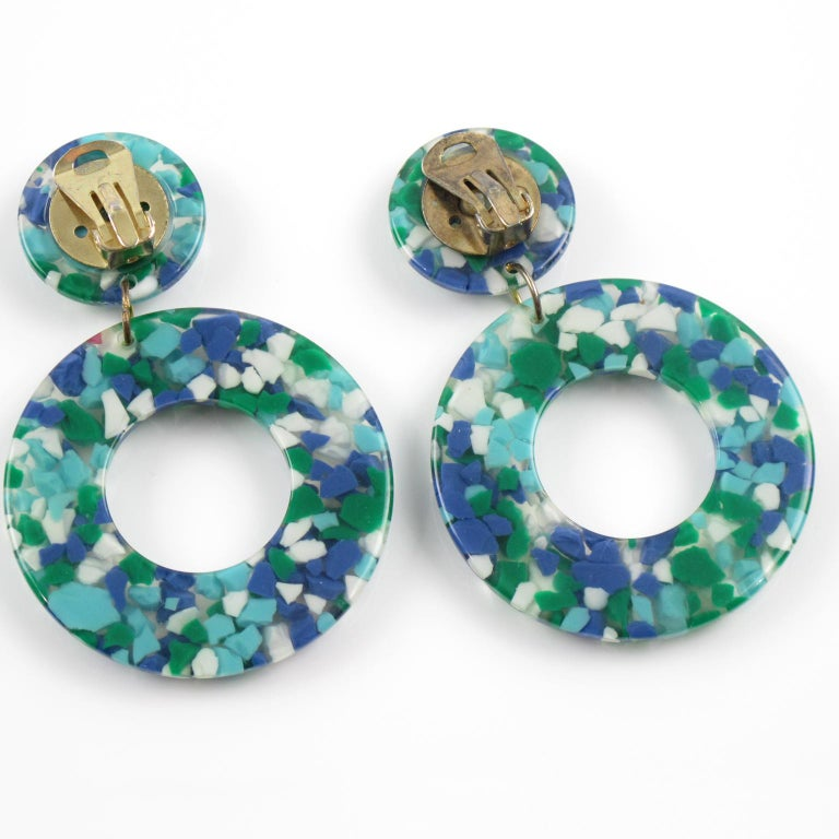 Turquoise Blue Lucite Donut Clip Earrings In Excellent Condition In Atlanta, GA