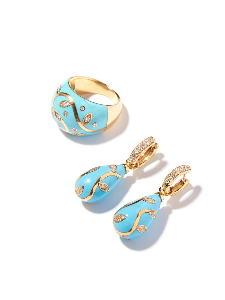 Turquoise Ring with Yellow Gold Inlay Set with Diamonds For Sale 1