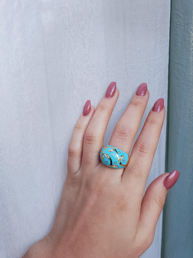 Turquoise Ring with Yellow Gold Inlay Set with Diamonds For Sale 3