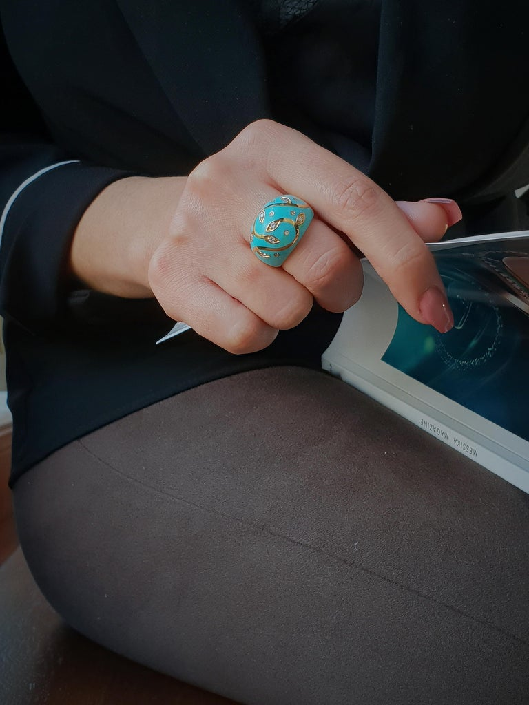 Turquoise Ring with Yellow Gold Inlay Set with Diamonds For Sale 4