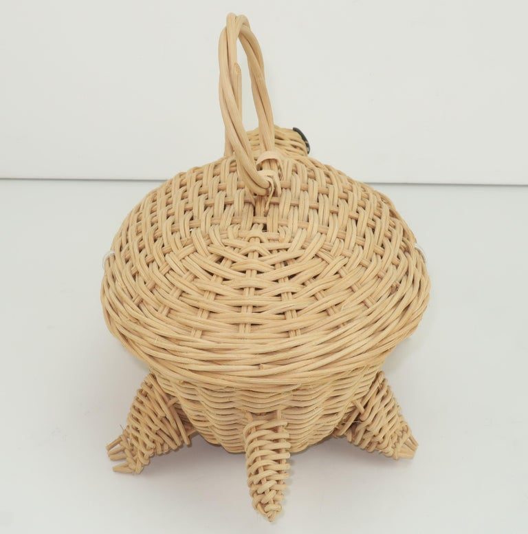 Turtle Wicker Basket Novelty Handbag, 1960's In Good Condition For Sale In Atlanta, GA