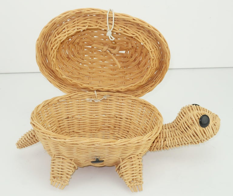 Turtle Wicker Basket Novelty Handbag, 1960's For Sale 4