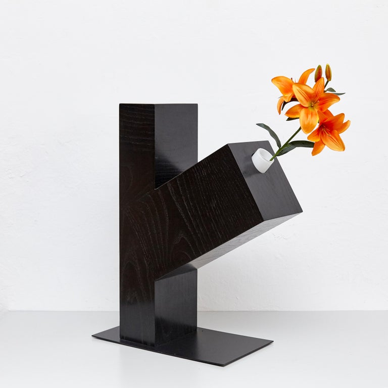 Twenty-Seven Woods, Chinese Artificial Flower Vase Omega by Ettore Sottsass In Good Condition For Sale In Barcelona, Barcelona