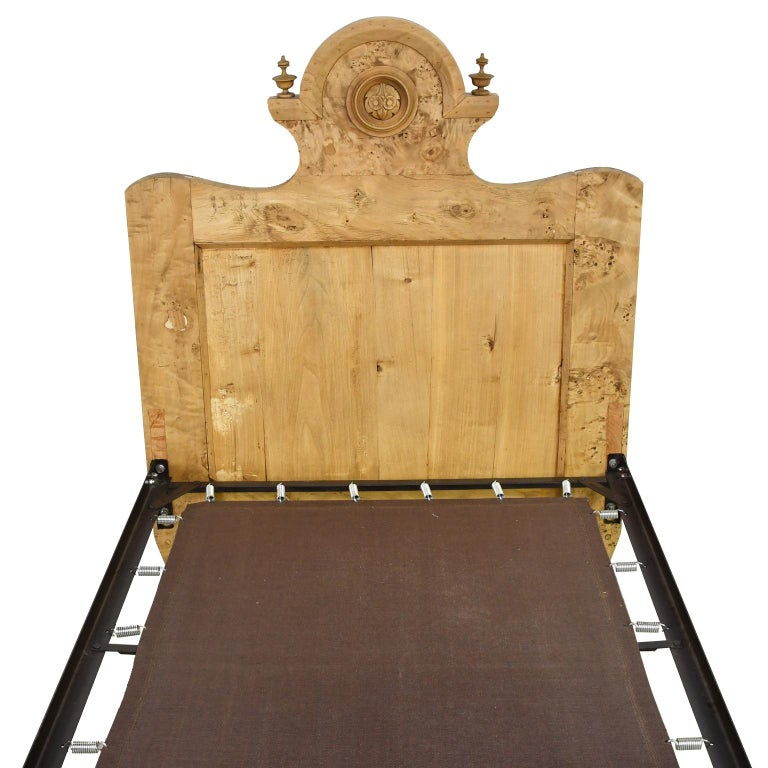 Twin-Size Austrian Biedermeier Bed in Birch, circa 1830 In Good Condition For Sale In Miami, FL