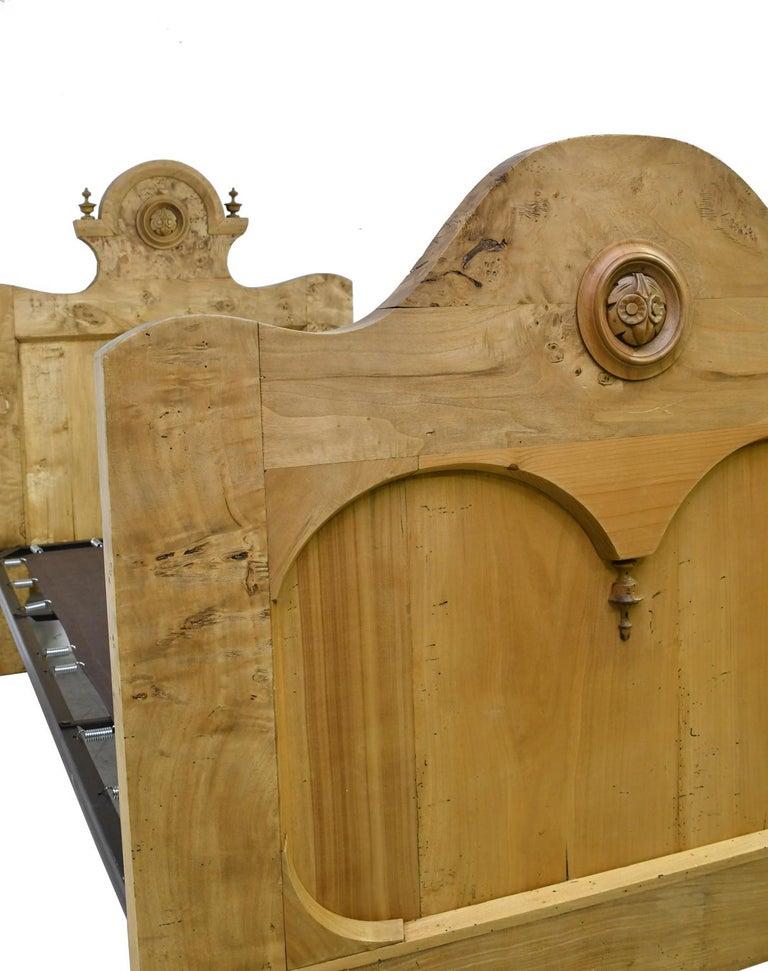 Twin-Size Austrian Biedermeier Bed in Birch, circa 1830 For Sale 2
