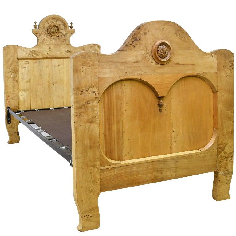 Twin-Size Austrian Biedermeier Bed in Birch, circa 1830 For Sale 3