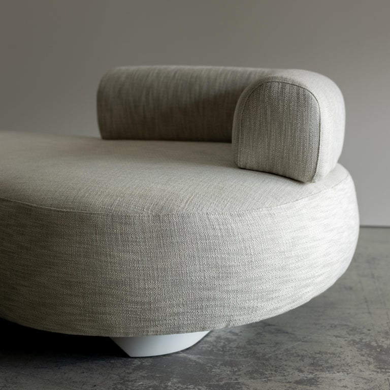Twins Chaise Longue Wood Light Grey Lacquered Cotton Linen Fabric For Sale 4