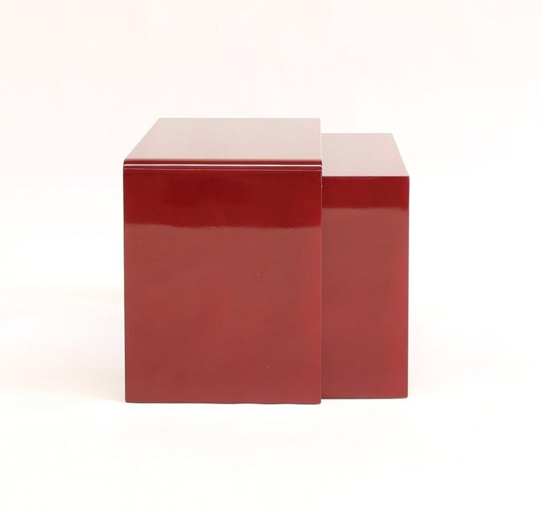 Twins are two side tables that can be placed one above the other. They are available in three colors: Bordeaux, black and dark green. The minimal style and classics colours make them suitable for every living room.